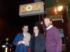 Corey, Cata y Michael en DOSA, un restaurante indio buenisimo en La Mision